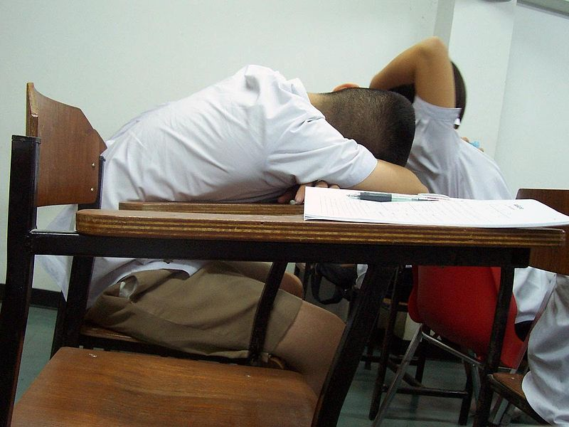 800px-Sleeping_students